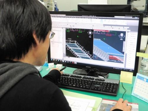 オートデスクのCIMソフトを使って橋梁設計を行う中央復建コンサルタンツの技術者