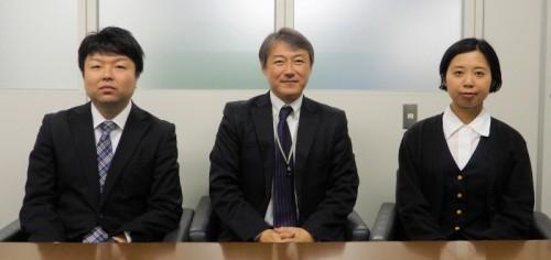 CADの運用を担当する日建リース工業 技術安全本部 技術システム部のスタッフ。左から山口憲一主任、小川浩次長、梶ヶ谷典子氏