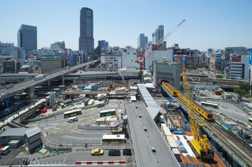 【写真1】渋谷駅東口で進む大規模な再開発事業