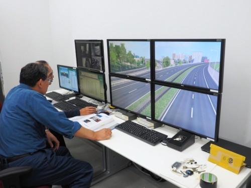 ドライビング・シミュレータのコントロールルーム