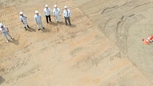 動画には離陸を見守る砂子組の技術者たちの姿も(TG-3 工一郎の空撮動画より切り出し)