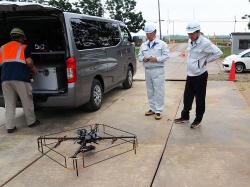 ドローンや操縦に使う制御用システムはワゴン車で現場に搬入された