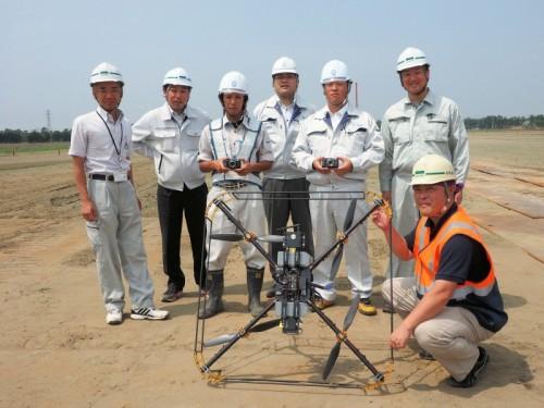 工一郎による現場の空撮を成功させた砂子組や岩崎の技術者たち