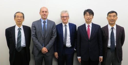 日本でBricsCADのサポートを行うビージェーソフトのスタッフと。左端がアルファテック/ビージェーソフトの細川幸夫代表取締役