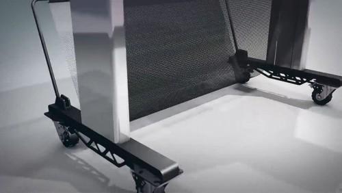 ハードプロテクトカバーにセットされている大型の車輪