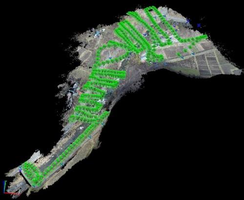 ドローンの飛行ルートと空撮のシャッターを切った地点(緑の点)