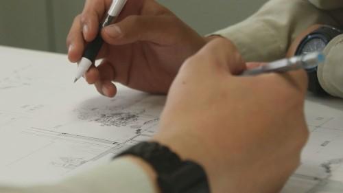 朱書きによる図面の修正作業