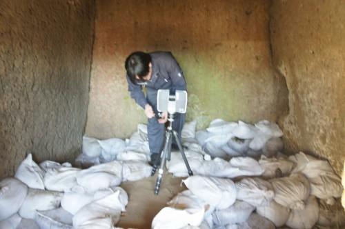 車塚古墳の横穴式石室の3D計測作業