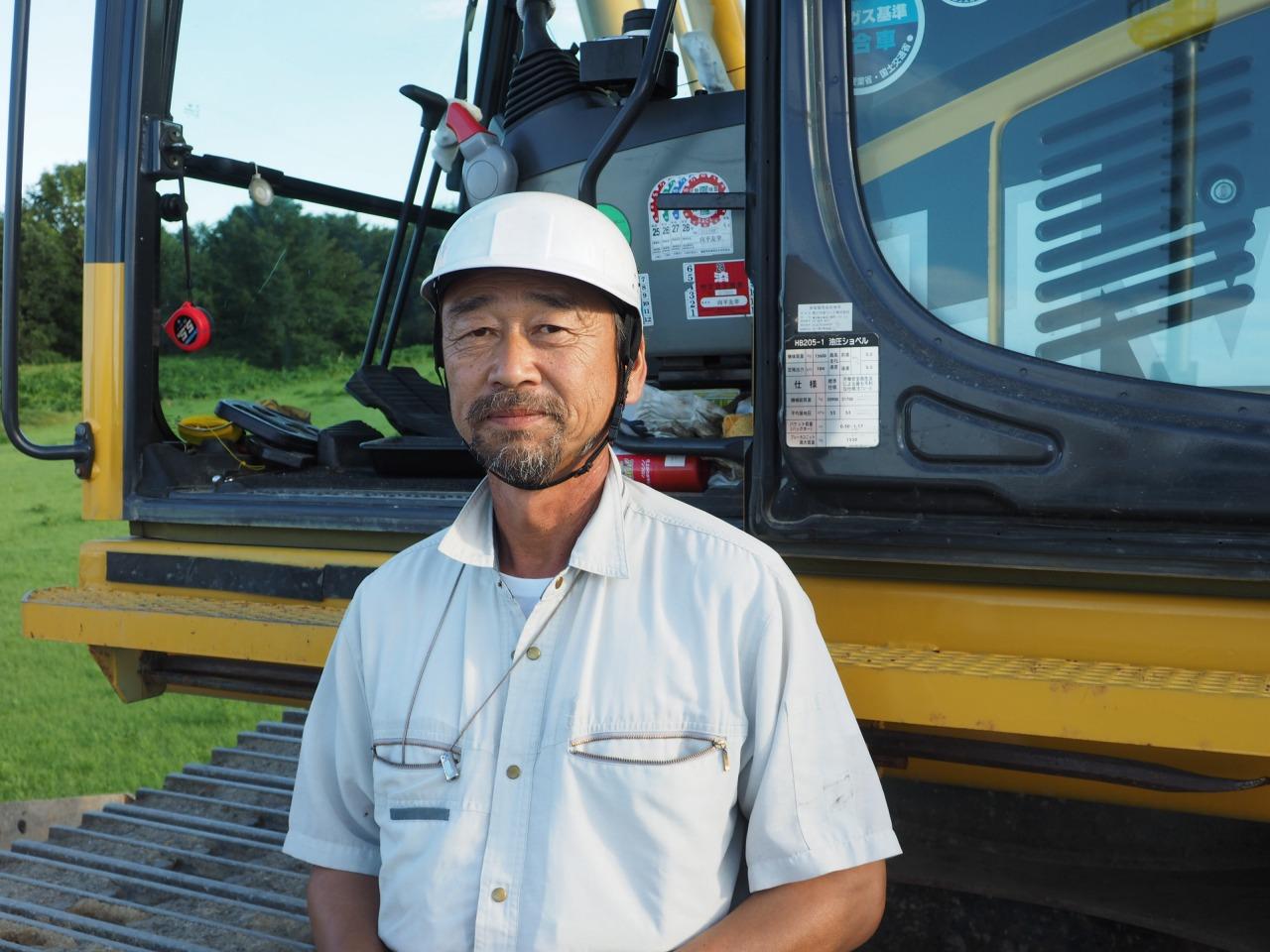 丁張りなしによる施工の安心感を語る沢口産業土木課課長の向平友幸氏