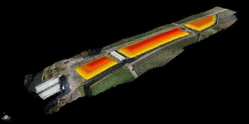 黄色や赤色の部分が盛り土した部分。盛り土前のモデルと比較すると土量が得られる