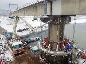 底版コンクリートを水中打設しているところ
