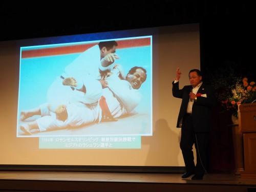 1984年の米国・ロサンゼルス五輪で、肉離れに見舞われながらもエジプトのモハメド・ラシュワン選手を寝技で破り、金メダルに輝いた瞬間