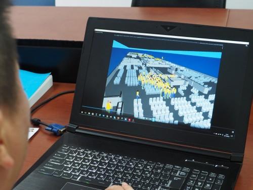 船舶用の「maritimeEXODUS/SMARTFIRE」を活用する中国船級社の技術者