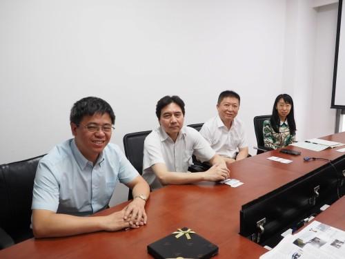 maritimeEXODUSを活用する中国船級社のスタッフ。左からマネジャーのライ・ホンギュー(Lai Hongyu)氏、上級技術者のシュウ・ジエミン(Zhou Jie Min)氏、同チェン・グォキン(Chen Guo Qing)氏、技術者のリー・キャオヤン(Li Qiao Yan)氏