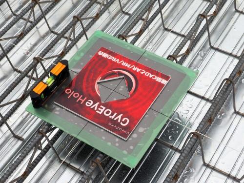 マーカーには鉄板と磁石を取り付け、しっかりと固定できるようにして精度の向上を図った