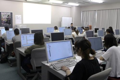 パソコン室での授業。Vectorworksの稼働率は7割を超えている