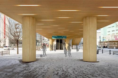 市街地木質化可能性調査では連絡通路ピロティ―部の軒天井や柱を木材で覆うCGシミュレーションも作成した
