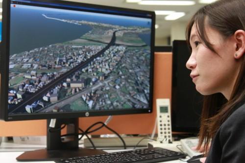 高速道路のCIMモデルを扱うNEXCO中日本東京支社の石井麻貴氏