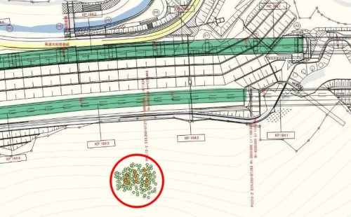 3Dレーザースキャナーで計測した樹林(赤い円内)を維持管理用の図面に描き込んだ例