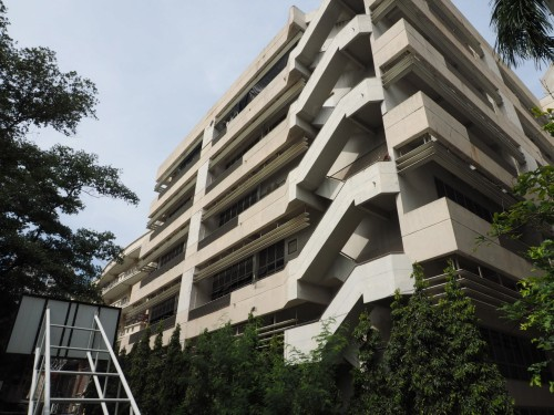 「スマートモビリティー研究センター」のある建物