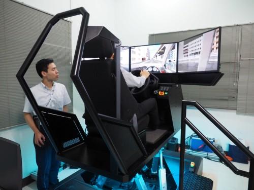 2017年6月に導入されたフォーラムエイトの6軸ドライビングシミュレーター