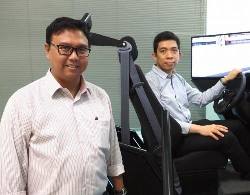 チュラロンコン大学工学部機械工学科にある「スマートモビリティー研究センター」のヌクシット・ヌームウォン(Nuksit Noomwongs)助教授(左)とアンキー・スリパカゴーン(Angkee Sripakagorn)准教授(右)