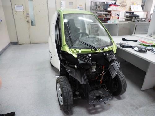 自動運転車として改造中の車両
