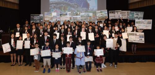 各コンテストの入賞した小中学生や大学生ら