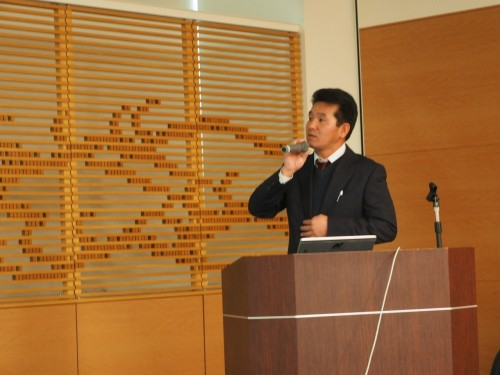 2018年2月6日に東京・有明で開催された「トプコンソキアポジショニングジャパンロードショー2018」で講演する片野氏