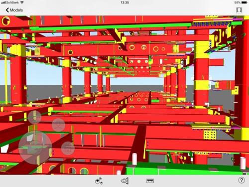iPadに入れたBIMモデルと現場とを見比べることで、計画通りの施工ができているかをいろいろな角度から確認できる