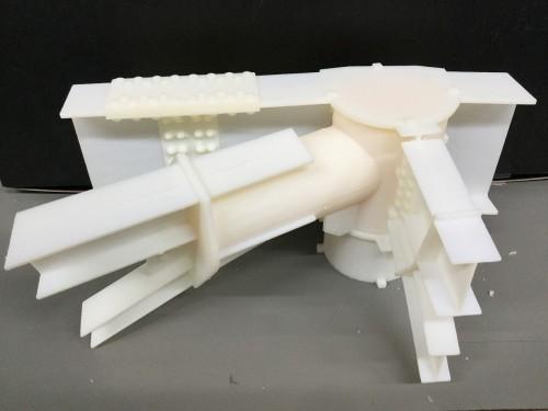 BIMモデルをもとに3Dプリンターで模型を作り、あらゆる角度から施工性を検討