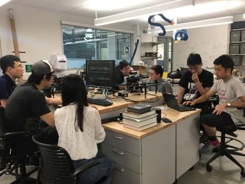 トップライズと共同研究を進めるカーネギーメロン大学の計算工学・ロボティクス研究室の風景
