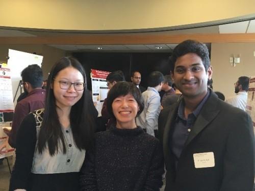 左から中国人研究者のディ・デン(Di Deng)氏・研究員の根本真友子氏・機体制御部分の開発に携わった大学院生のパラサンス・パリ(Prasanth Palli)氏