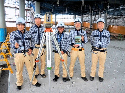 Point Layoutによる墨出しを行った矢作建設工業の技術陣