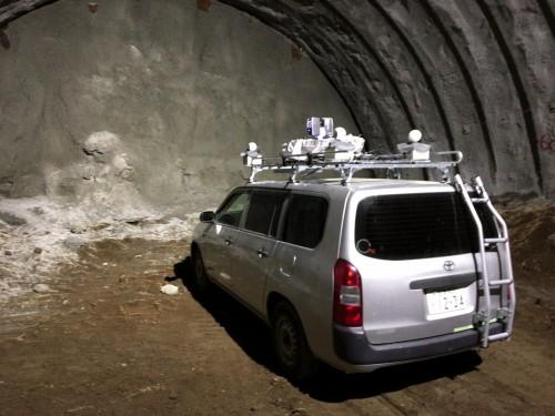 山岳トンネル現場の切り羽付近を点群計測する「車載式トンネル3Dスキャニングシステム」
