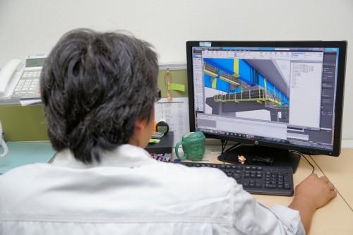 橋梁の3Dモデル作成や干渉チェックなど、重要な業務を担うFさん