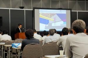 専門家を対象にしたセミナーで講演する保田代表取締役