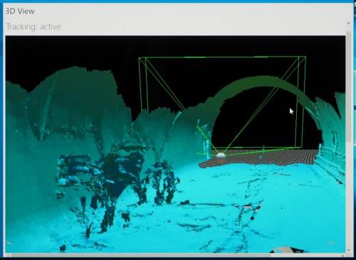 パソコンで見たトンネル内面の3D点群データ。奥に見えるトンネル頂部は高所作業車に乗ってスキャンした