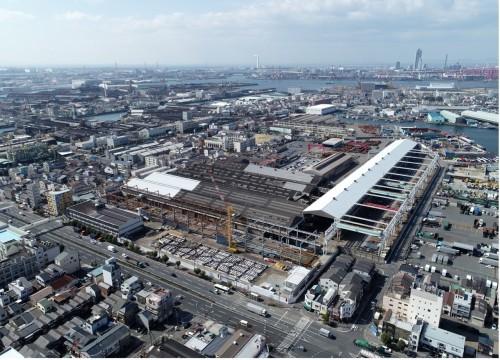 大阪市大正区に移転した三栄建設の鉄骨工場。新事務所ビルは手前の道路脇で建設中