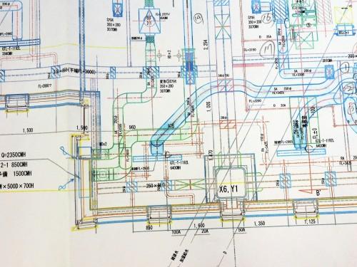設備会社が描いた施工図の例。この段階ではダクトはまだ作れない